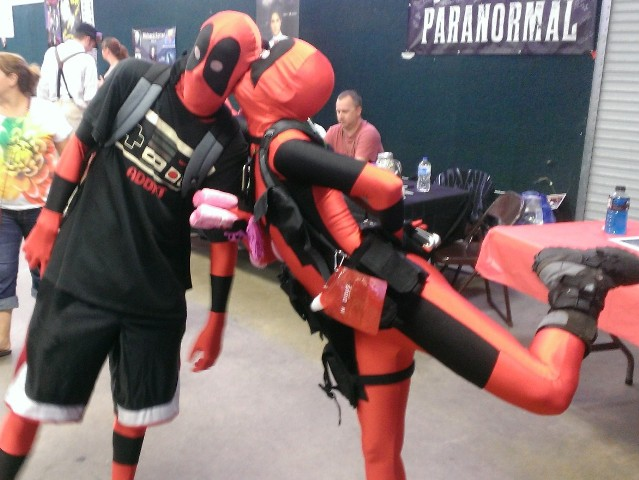 Deadpool kiss