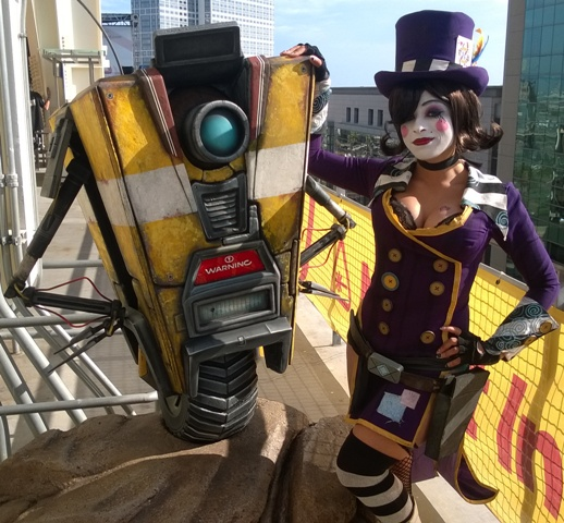 Mad Moxxi cosplayer