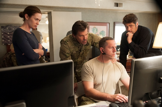 Kate Macer (Emily Blunt), Matt Graver (Josh Brolin, left center) and Alejandro (Benicio del Toro, right) in SICARIO. Photo Credit: Richard Foreman Jr. SMPSP