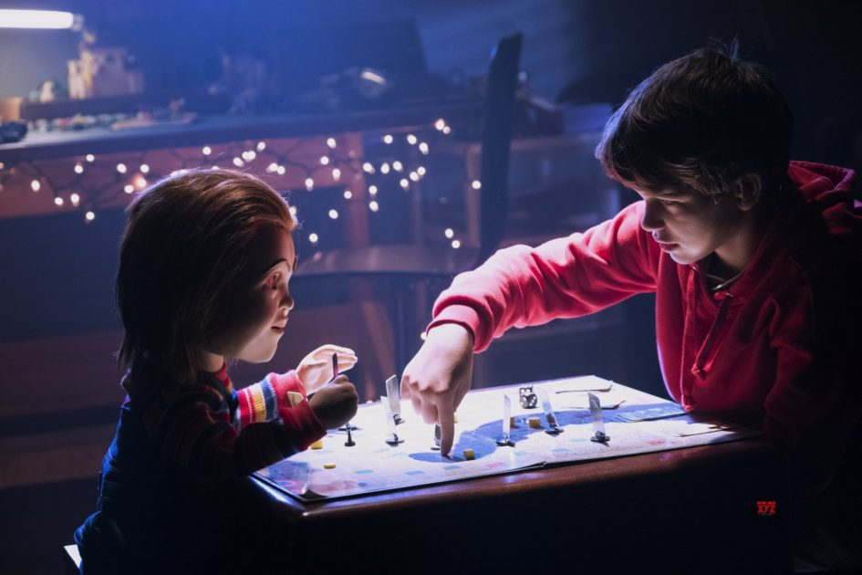 Chucky Buddi playing game with Andy Barclay in Child's Play 2019